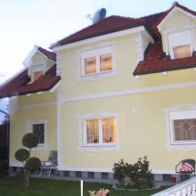 Fassade mit Stuckatur und Mustern